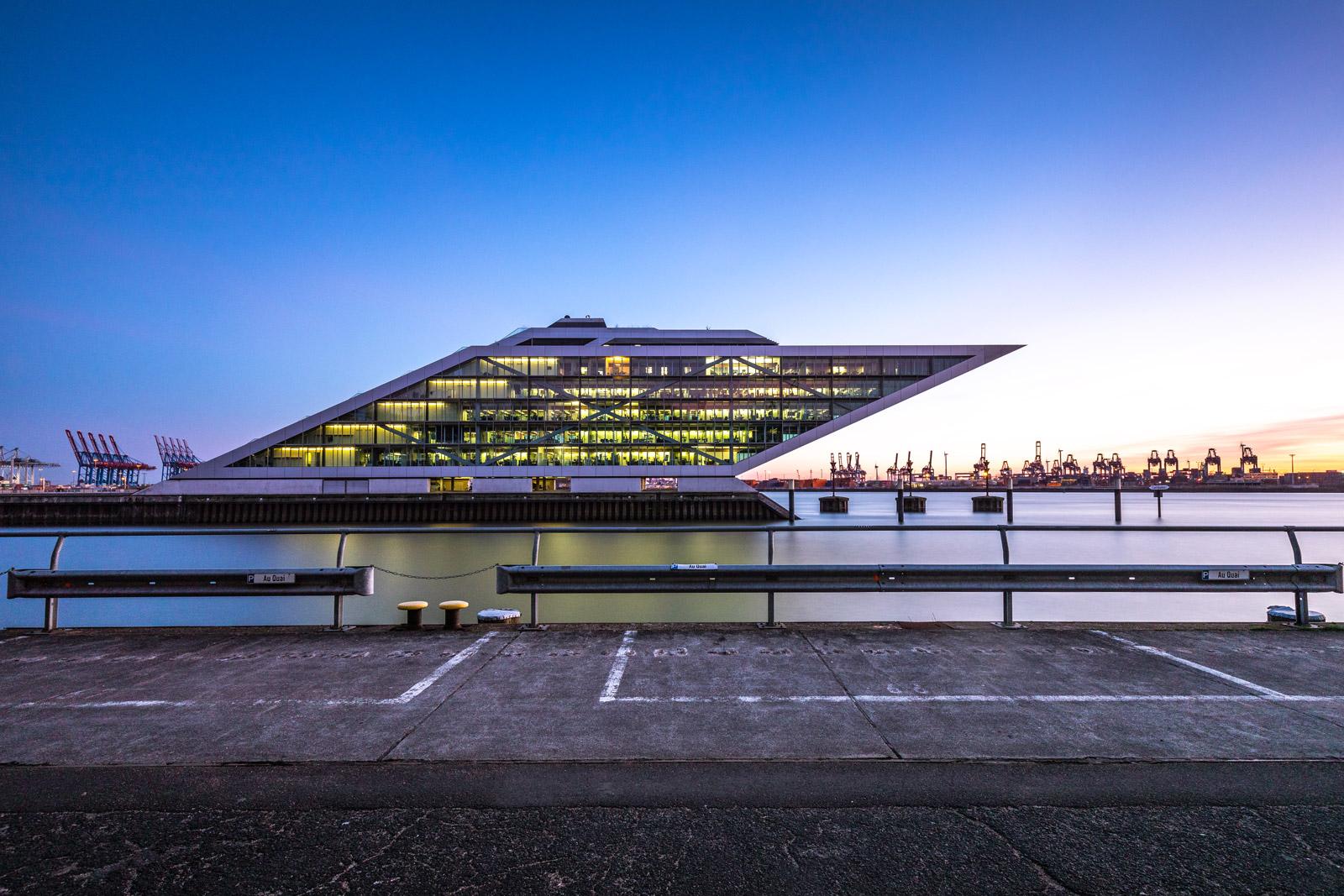 Dockland Bürogeböude im Hamburger Hafen