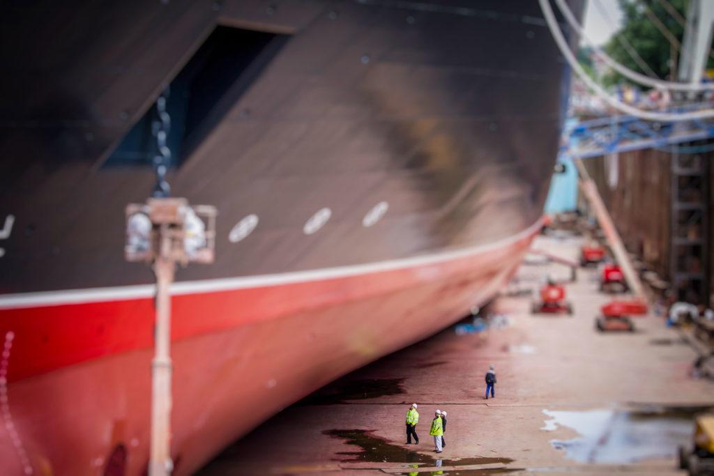 Queen Elizabeth in der Werft von Blohm & Voss in Hamburg