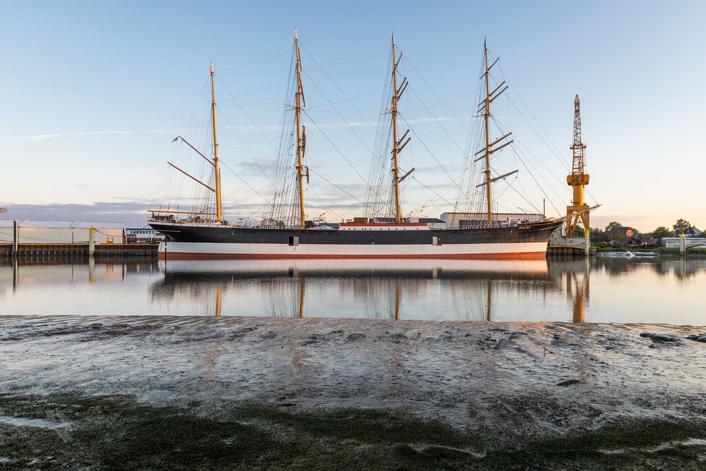Die historische Viermastbark PEKING in der Peters Werft ist fertig