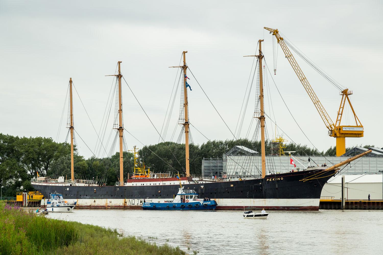 PEKING bei der Ankunft in der Peters Werft